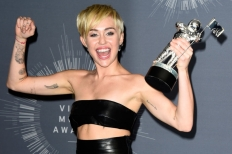Miley Cyrus wins Video of the Year at the 2014 VMA'S.